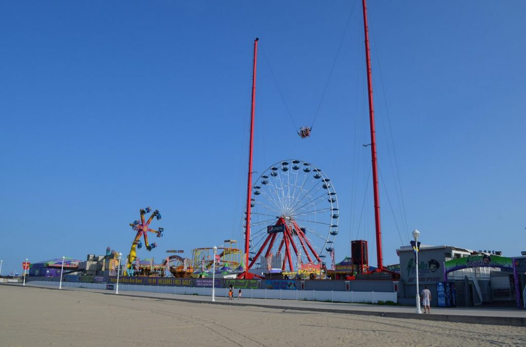 Slingshot on the Jolly Roger Pier